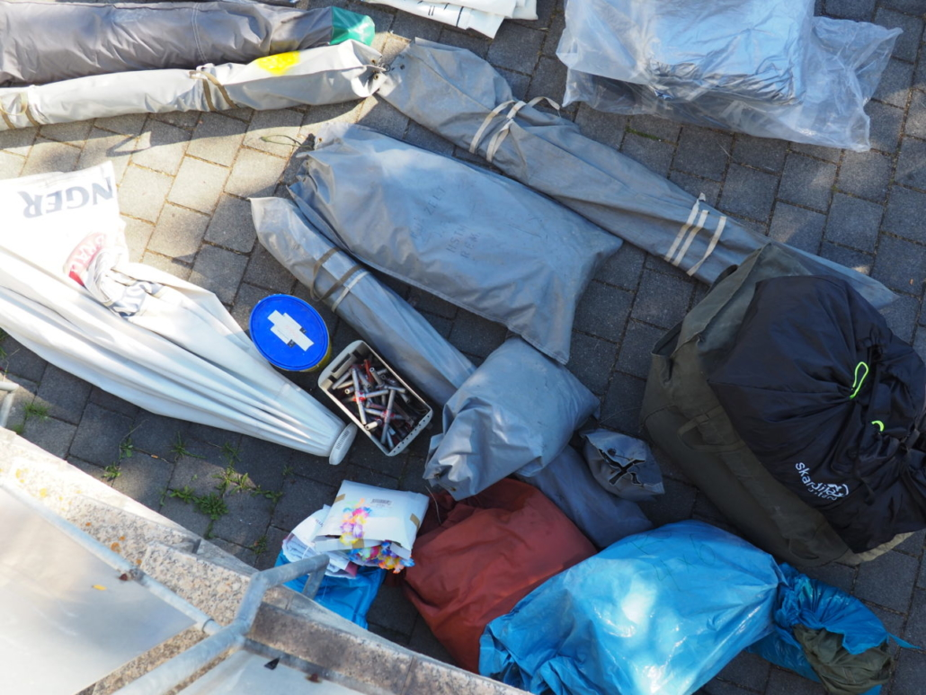 Die ersten Zelte sind unten