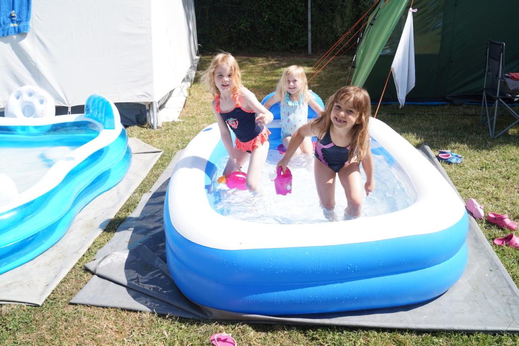 Eine Abkühlung im Pool