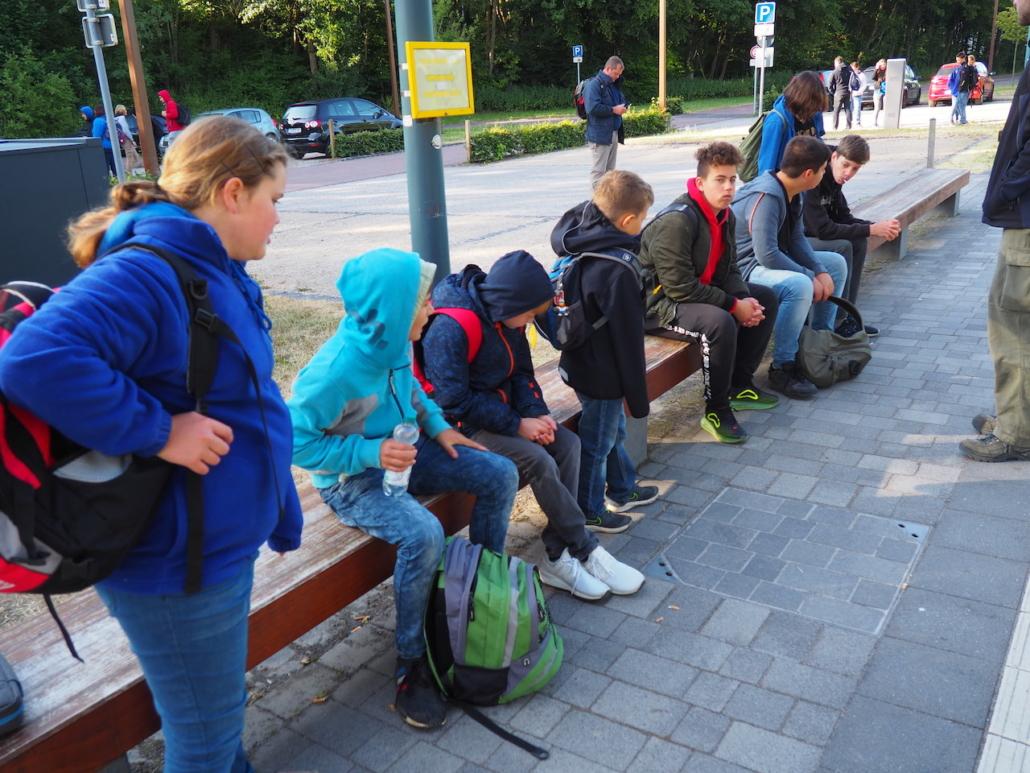 Wir warten auf den Zug