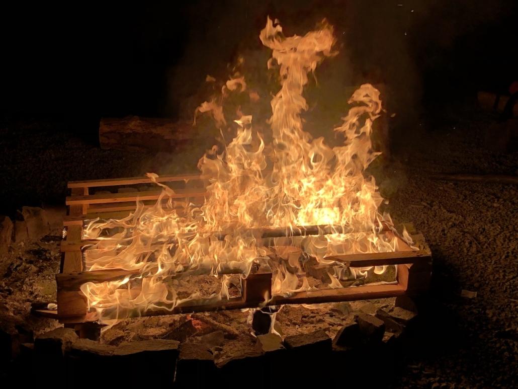Auch das Lagerfeuer brennt wieder