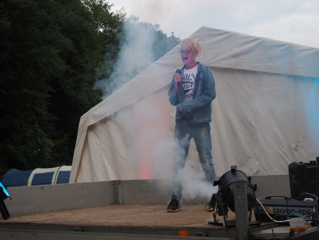 Julien rockt die Bühne