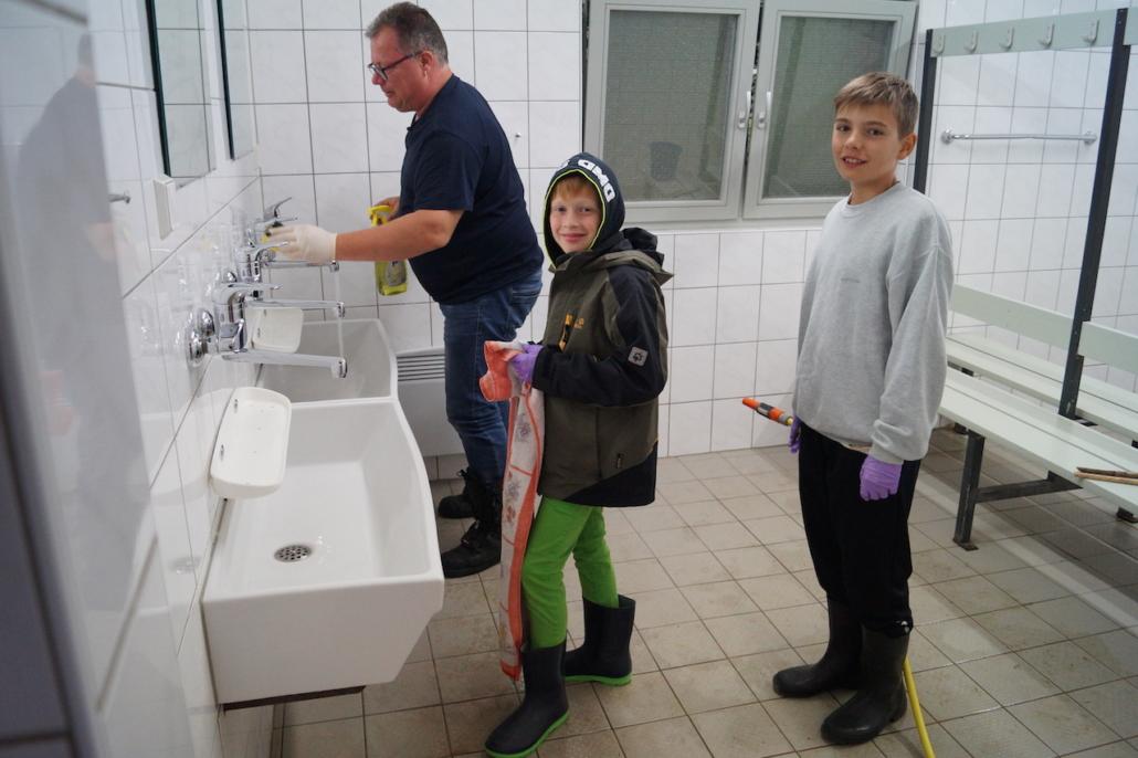 Reinigungsdienst bei der Arbeit